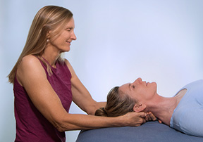massage-therapy-practitioner working on client